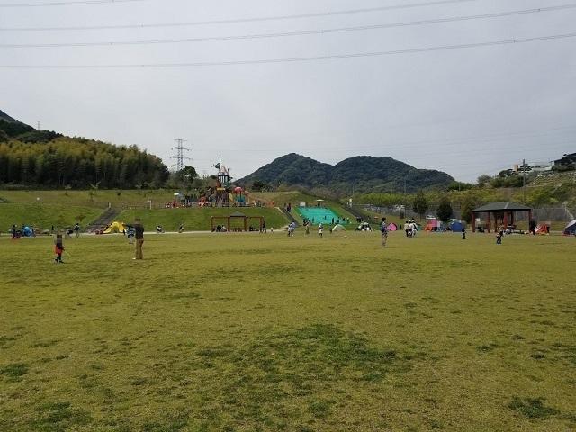 少し右側には草ソリで遊べる場所も!