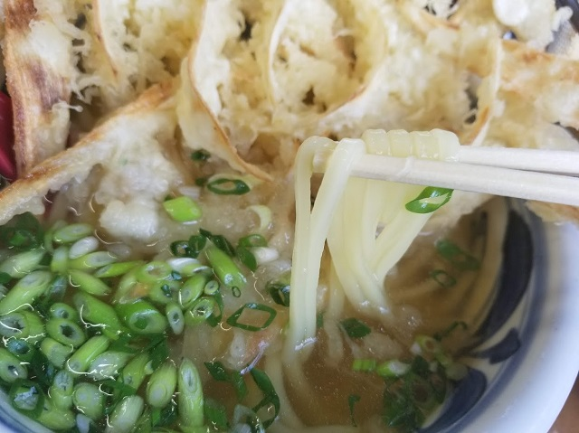 ツルツルの細麺
