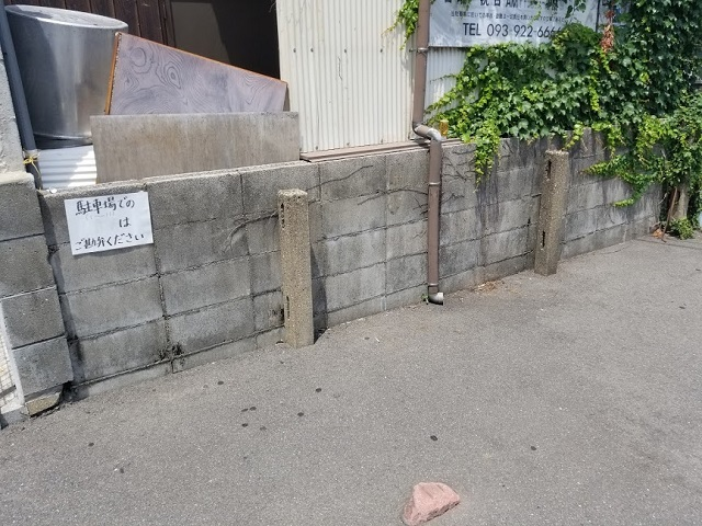 裏の駐車場