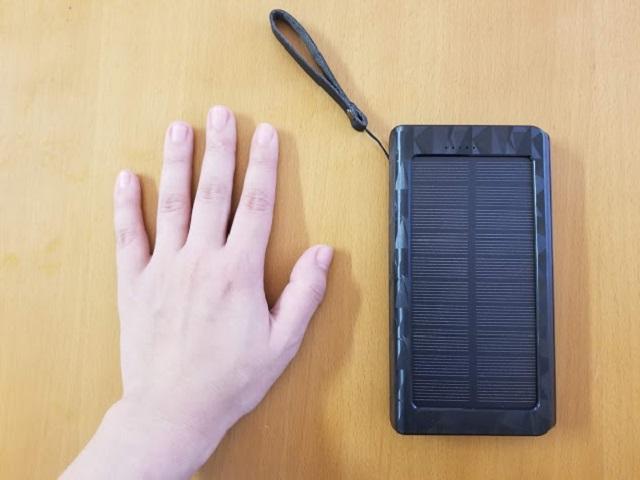 大きさは小さめな女性の手のひらくらい(15.4㎝)