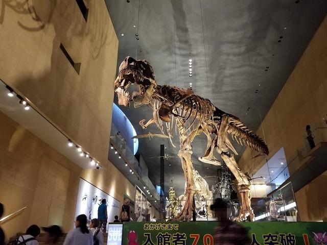 ティラノサウルスがお出迎え